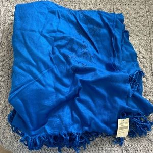 Blue coldwater creek large Shaw scarf NWT
